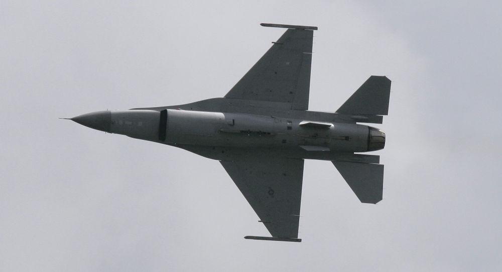 """Photo of الجيش العراقي يستقبل دفعة جديدة من طائرات """"إف """"16 الأمريكية"""