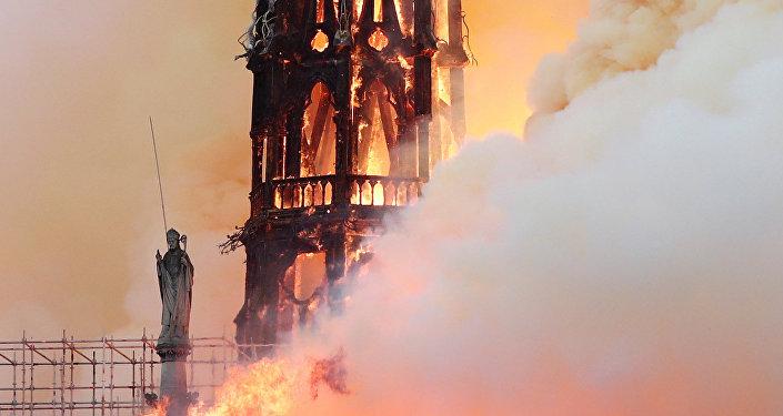 Photo of رجال الإطفاء: إخماد حريق كاتدرائية نوتردام نهائيا