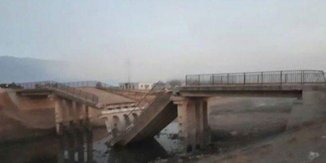 Photo of الإرهاب يُدمر جسر التوينة في ريف حماة الشمالي