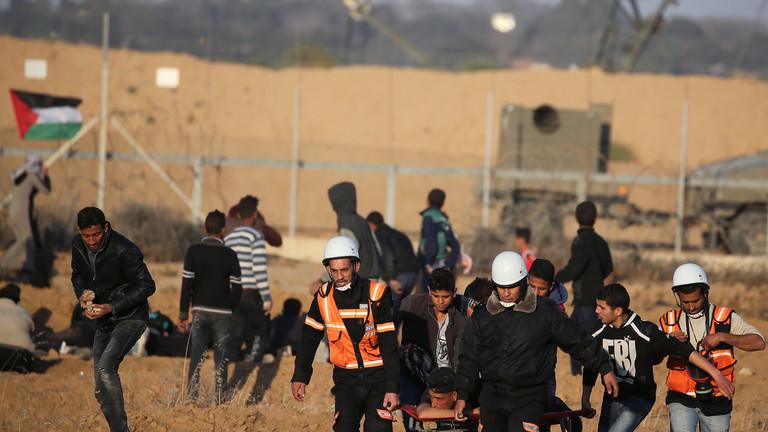 Photo of إصابة 46 فلسطينيا أثناء قمع الجيش الإسرائيلي لمسيرات على حدود غزة