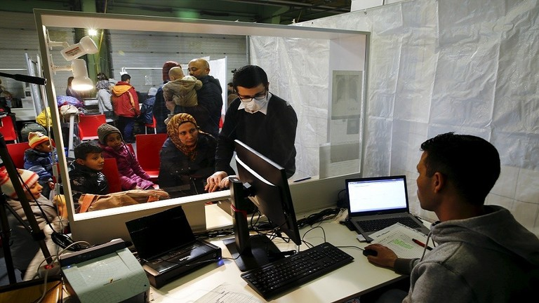 Photo of ألمانيا تعلّق النظر في طلبات لجوء السوريين