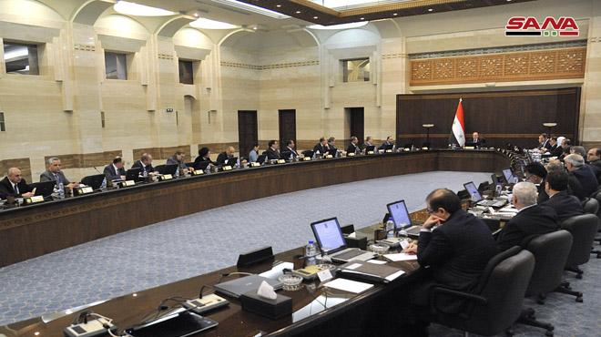Photo of الحكومة تَعد بعدم توفير أي جهد لتأمين متطلبات المواطنين من المشتقات النفطية