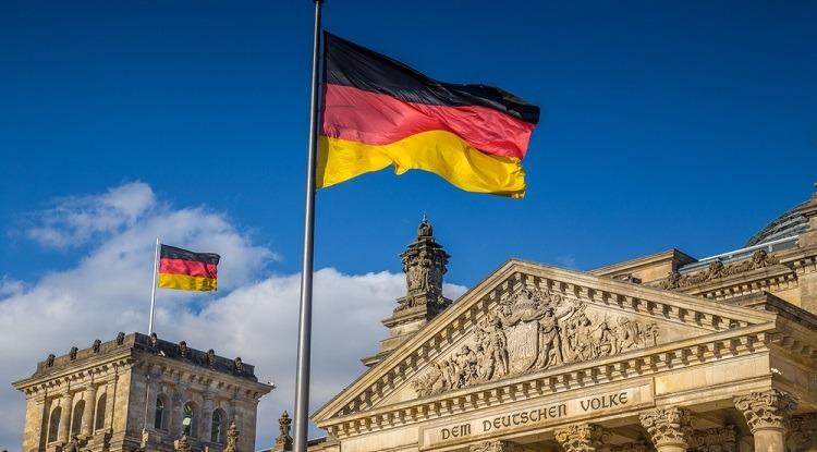 Photo of ألمانيا تحظر على اللاجئين السوريين فتح حساب في أي بنك ألماني مباشرة