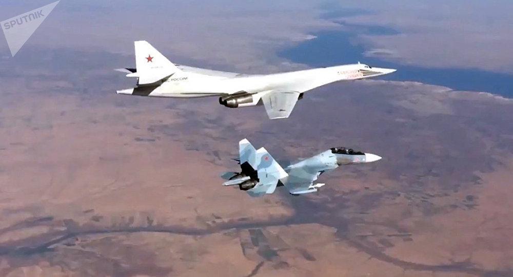 Photo of الطيران الحربي السوري الروسي يقصف مراكز النصرة بريفي حماة وإدلب (فيديو)