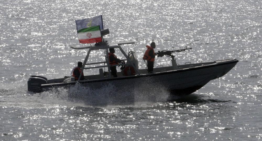 """Photo of تحريك صواريخ باليستية """"إيرانية"""" في مياه الخليج"""