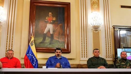 Photo of مادورو يعلن فشل الانقلاب