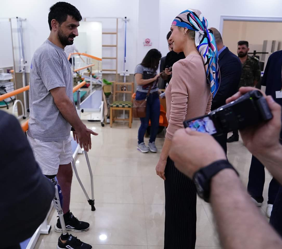 Photo of Mrs. Asma al-Assad visits Hama prosthetic limbs center