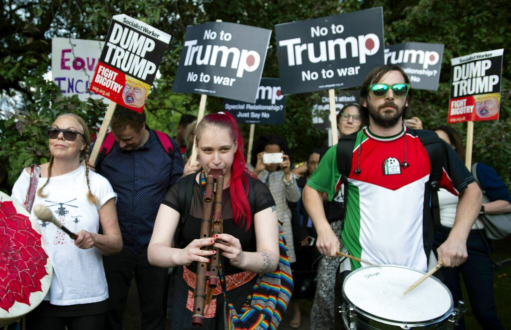 Photo of تظاهرات قبالة البرلمان البريطاني احتجاجا على زيارة ترامب