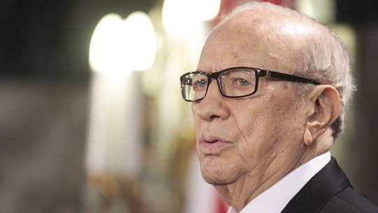 Photo of تعرض الرئيس التونسي إلى وعكة صحية حادة ونقله إلى المستشفى العسكري