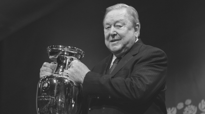 Photo of وفاة رئيس الاتحاد الأوروبي السابق لكرة القدم