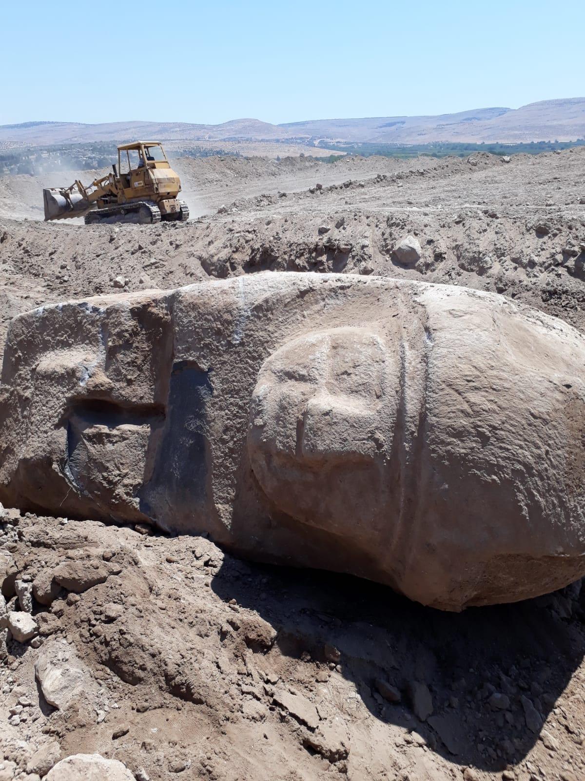 Photo of قوات الاحتلال التركي تستخدم الجرافات الثقيلة لسرقة وتدمير المواقع الأثرية في منطقة عفرين
