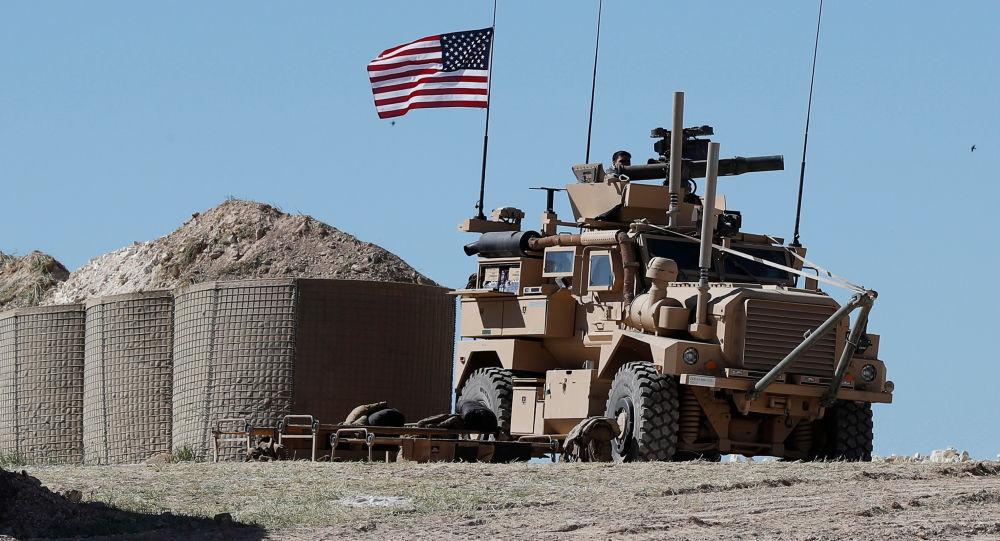 Photo of تأكيد روسية..أمريكا تنهب المنشآت النفطية السورية في منطقة الفرات