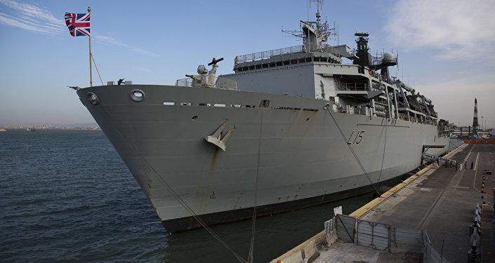 Photo of بريطانيا تكلف البحرية الملكية بمرافقة سفنها عبر مضيق هرمز