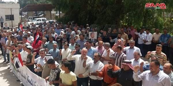 """Photo of People of Quneitra hold a stand in support to Syrians in Golan, rejection of Israeli project of """"wind turbines"""""""