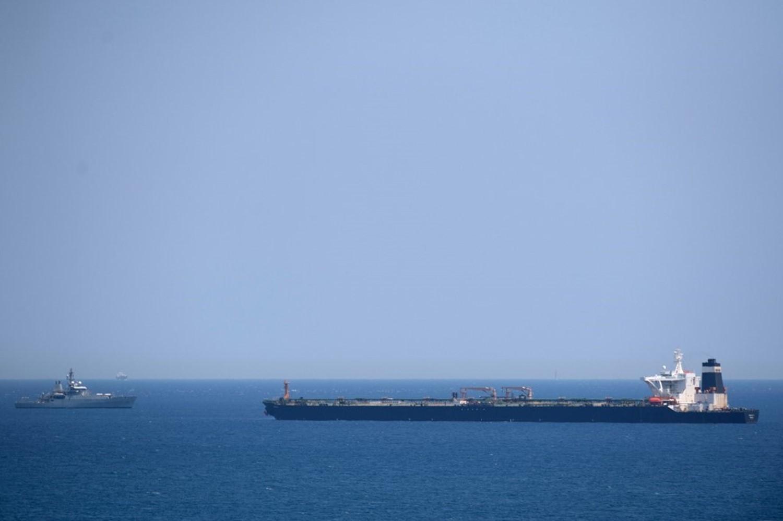 Photo of إيران تهدد بريطانيا على خلفية احتجاز ناقلة النفط التي كانت متجهة لسوريا