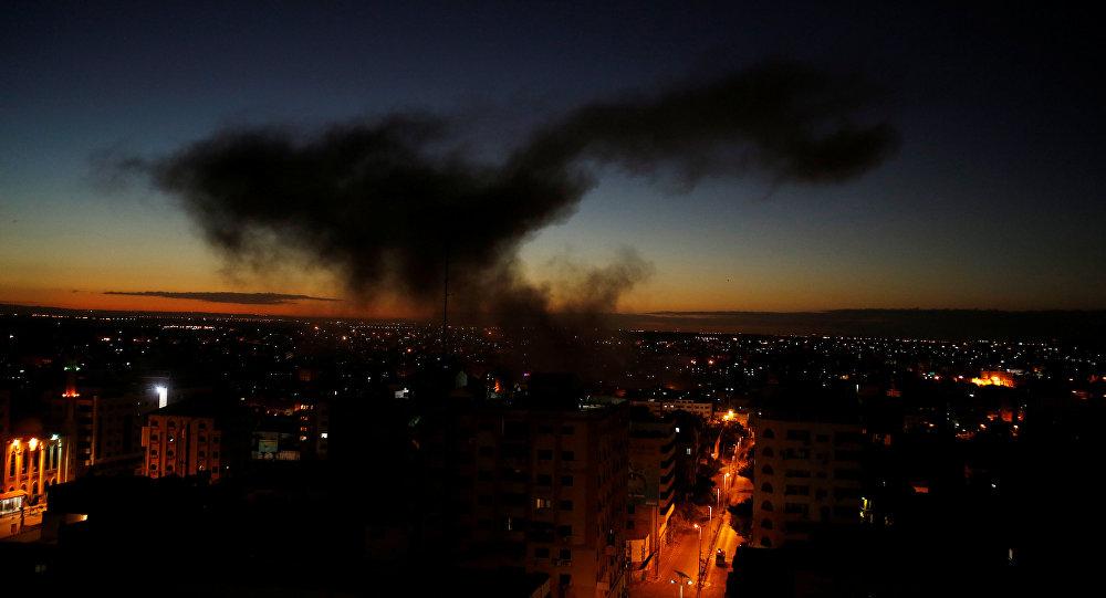 Photo of الطيران الحربي الإسرائيلي يشن غارات على مناطق شمال غزة