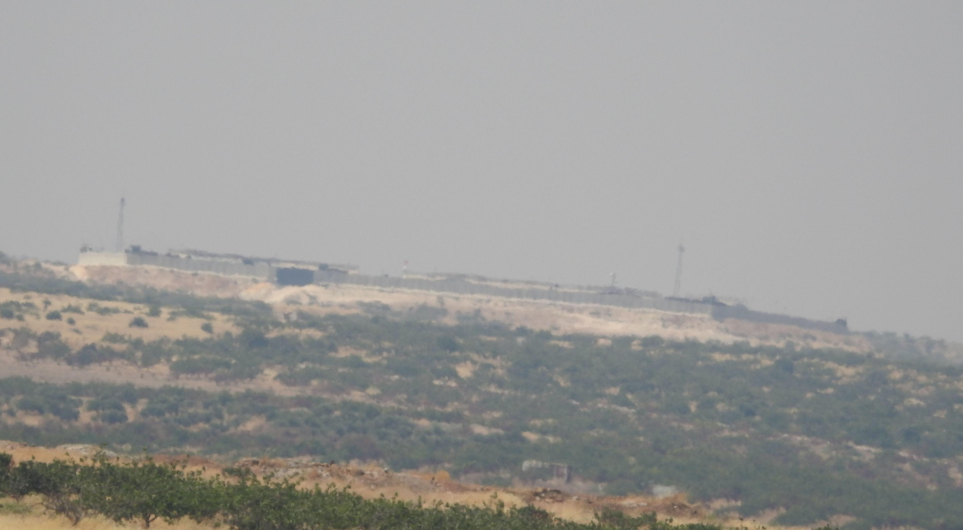"Photo of ""الطيران الحربي"" يمشط خان شيخون بعد فرار ""النصرة"""