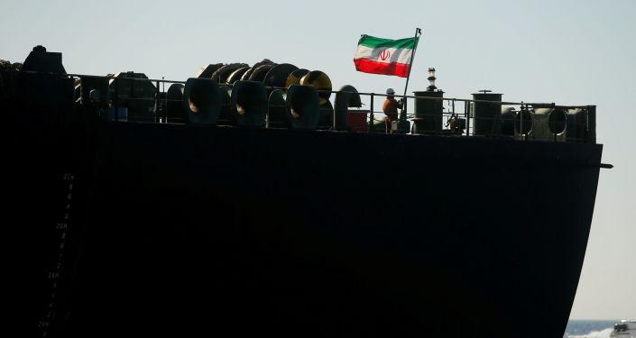 Photo of إيران تتحدى… ناقلة النفط في مياه المتوسط تحت رعاية الحرس الثوري