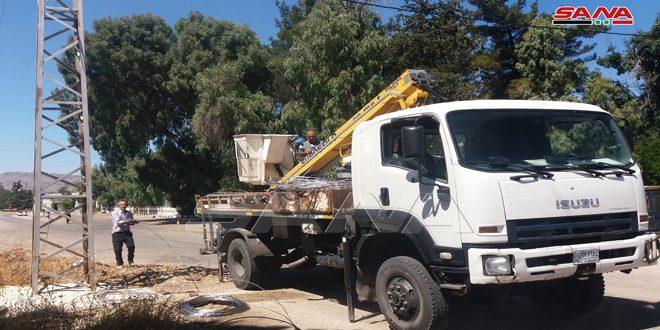 إعادة الكهرباء إلى منازل المواطنين في مدينة القنيطرة المحررة