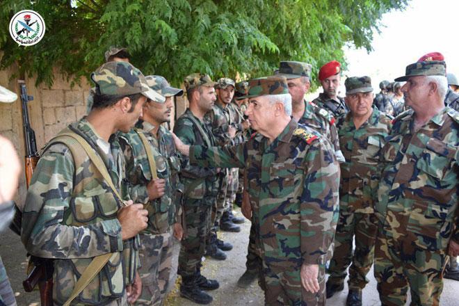 Photo of بتوجيه من الرئيس الأسد.. العماد أيوب يزور بلدة الهبيط المحررة بريف إدلب الجنوبي
