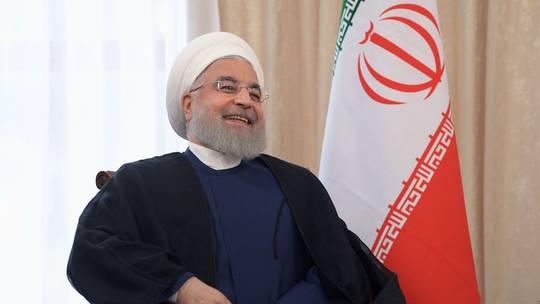 """Photo of روحاني يكشف عن أربعة """"فنون"""" استخدمت في إسقاط الطائرة الأمريكية المسيرة!"""