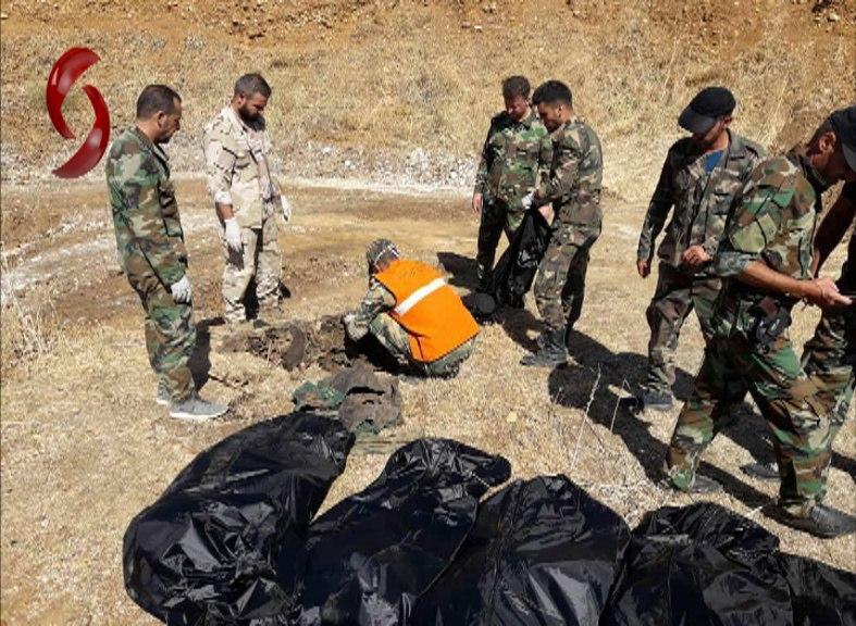 Photo of العثور على جثامين 10 شهداء في بلدة اللطامنة المحررة