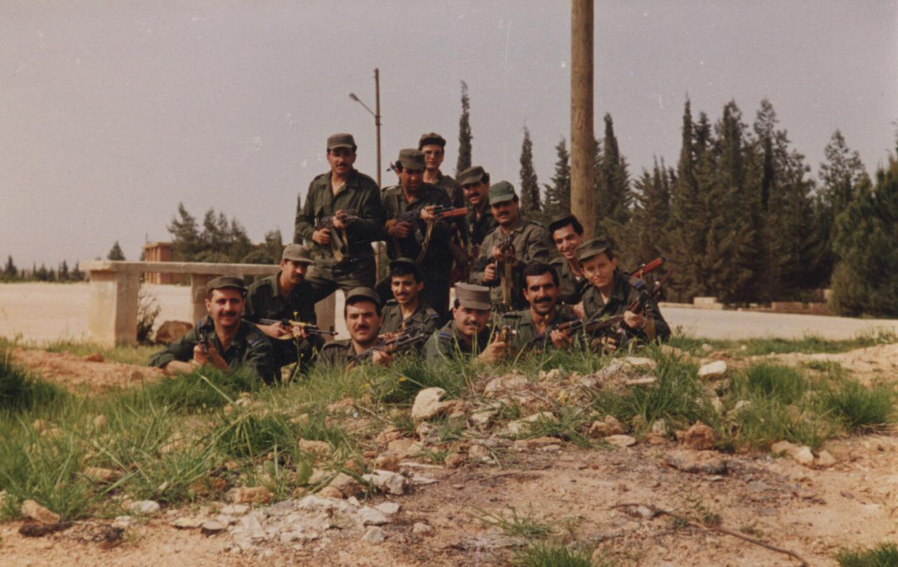 """Photo of قبل 30 عاماً… """"الأسد"""" أثناء مشاركته بدورة عسكرية بحلب"""