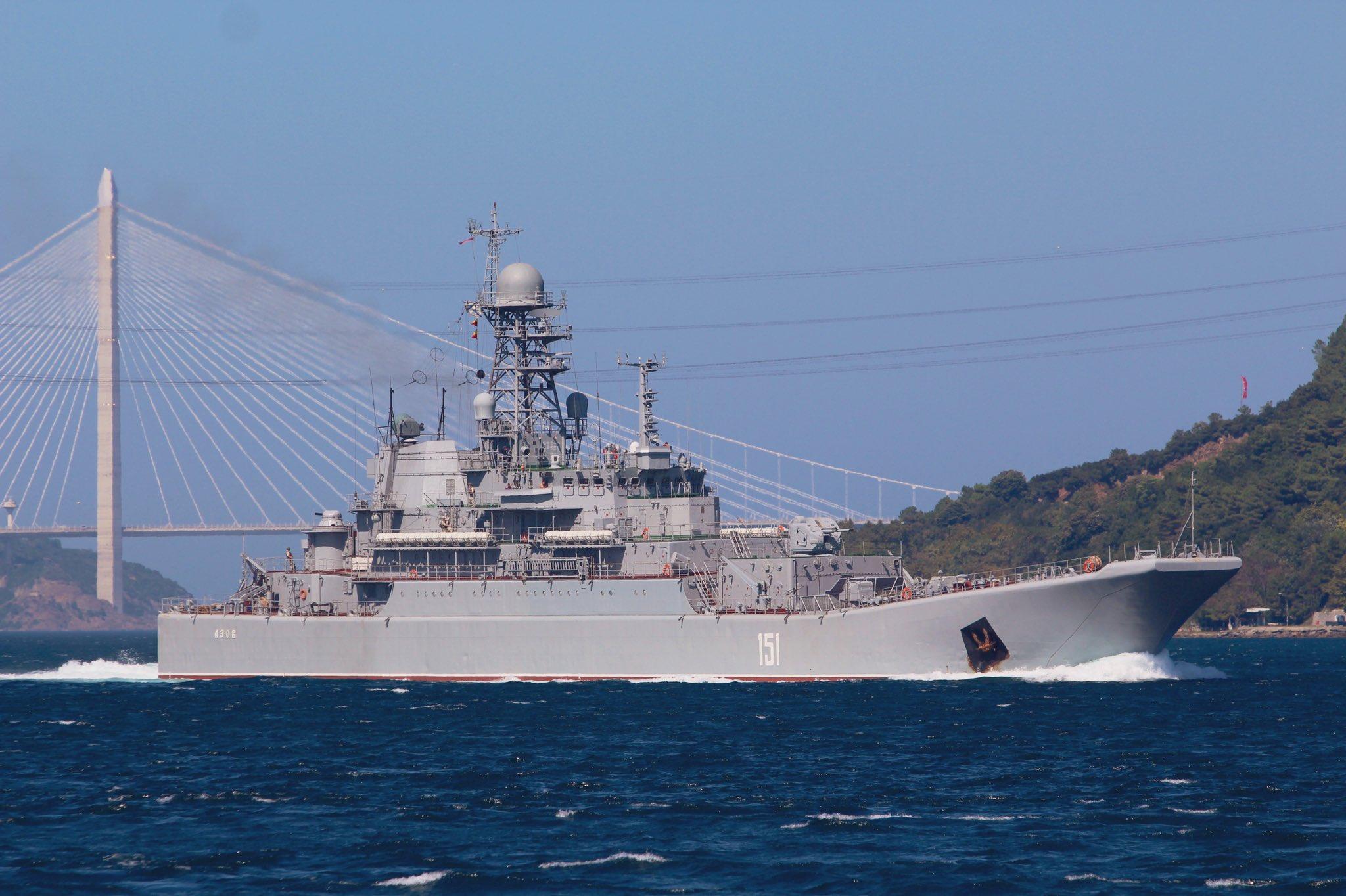 Photo of سفينة إنزال روسية محملة بمعدات عسكرية في طريقها إلى سوريا (صور