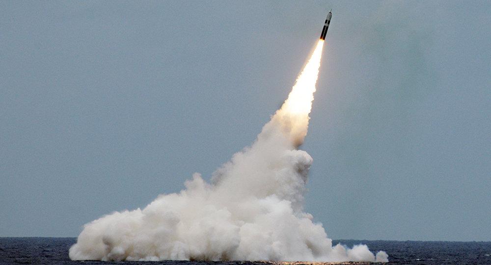 Photo of البحرية الأمريكية تطلق أربعة صواريخ نووية