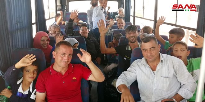 Photo of من مخيمات اللجوء الإردنية.. عائدون إلى الوطن