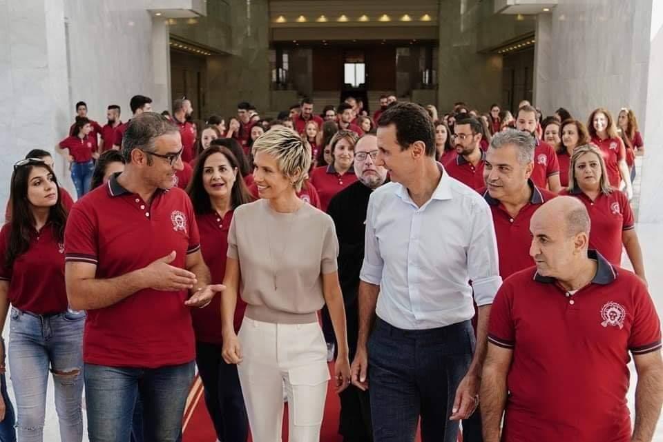 Photo of الرئيس الأسد والسيدة أسماء يستقبلان شباباً من «مدارس الأحد الأرثوذكسية بـحلب»