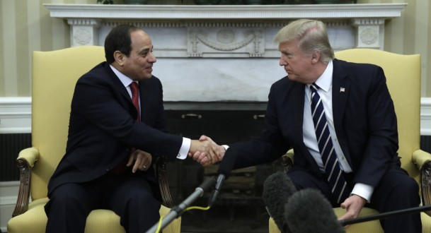Photo of ترامب يواسي السيسي!