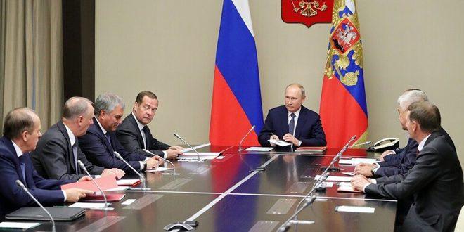 Photo of بوتين يبحث مع مجلس الأمن الروسي الأوضاع في سوريا