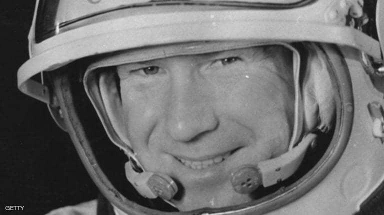 "Photo of وفاة أول إنسان ""يمشي في الفضاء"""