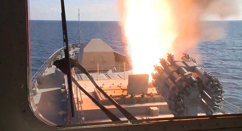 Photo of سفن حربية روسية تطلق صواريخ كاليبر المجنحة في البحر الأبيض المتوسط