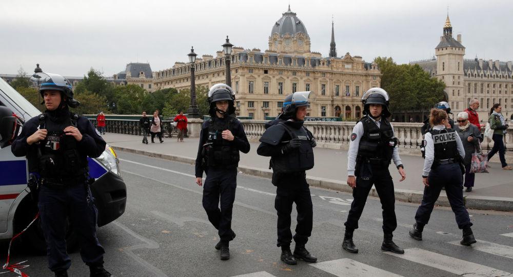 Photo of هجوم مسلح على مقر شرطة باريس