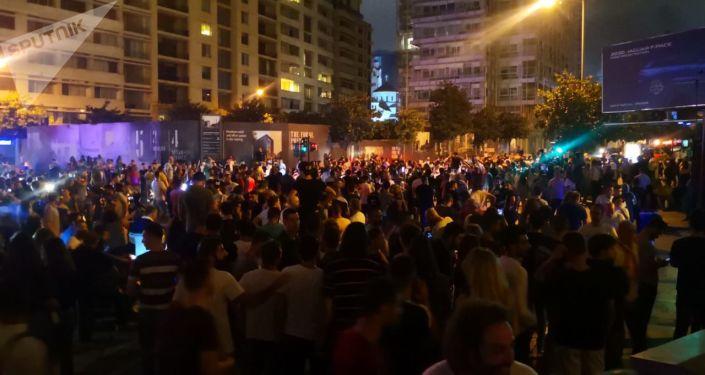 Photo of لبنان… انتفاضة الضرائب متواصلة وحكومة الحريري مهددة