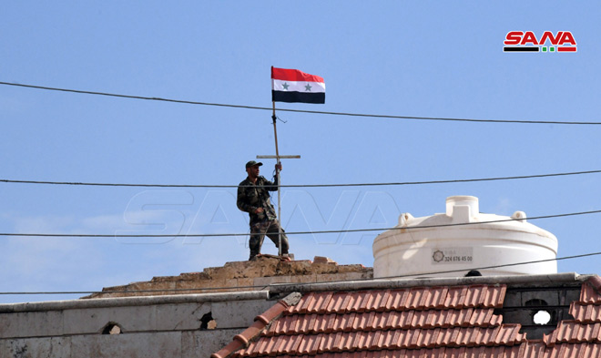 Photo of الجيش يرفع علم الوطن في بلدة عين العرب