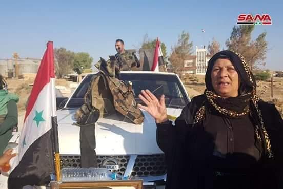 "Photo of بالصور- الجيش يدخل ""تل تمر"" بريف الحسكة والأهالي يرفعون علم سوريا على المباني الحكومية والمدارس"