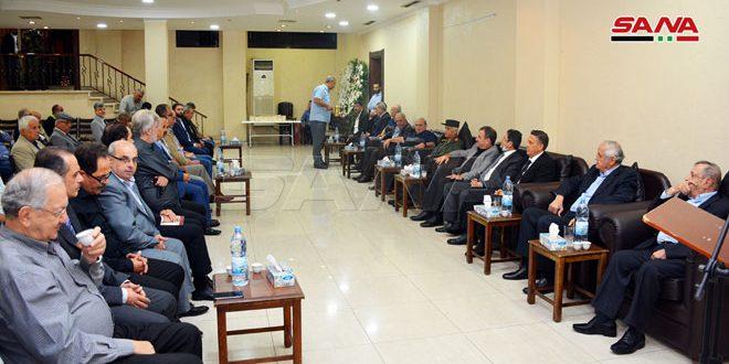 Photo of بتكليف من الرئيس الأسد.. محافظ اللاذقية يقدم واجب العزاء باللواء غريب