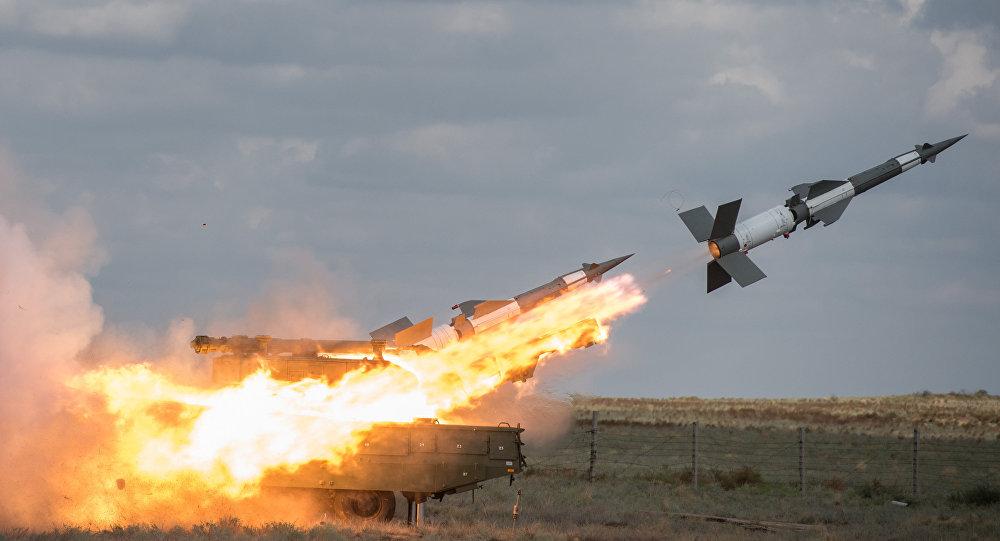 Photo of الدفاعات الجوية السورية تتصدى لأهداف معادية جنوبي البلاد وإسرائيل تطلق صافرات الإنذار