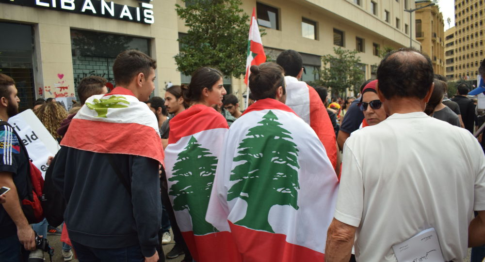 Photo of لبنان.. المتظاهرون يعاودون إقفال الطرقات