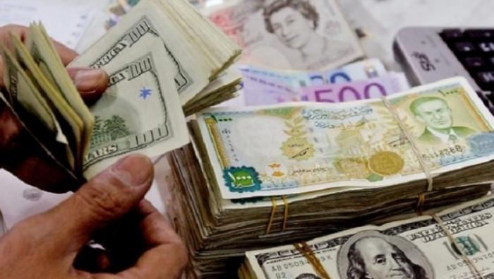 Photo of لأول مرة في تاريخ سوريا.. الدولار يرتفع إلى 800 ليرة في السوق السوداء