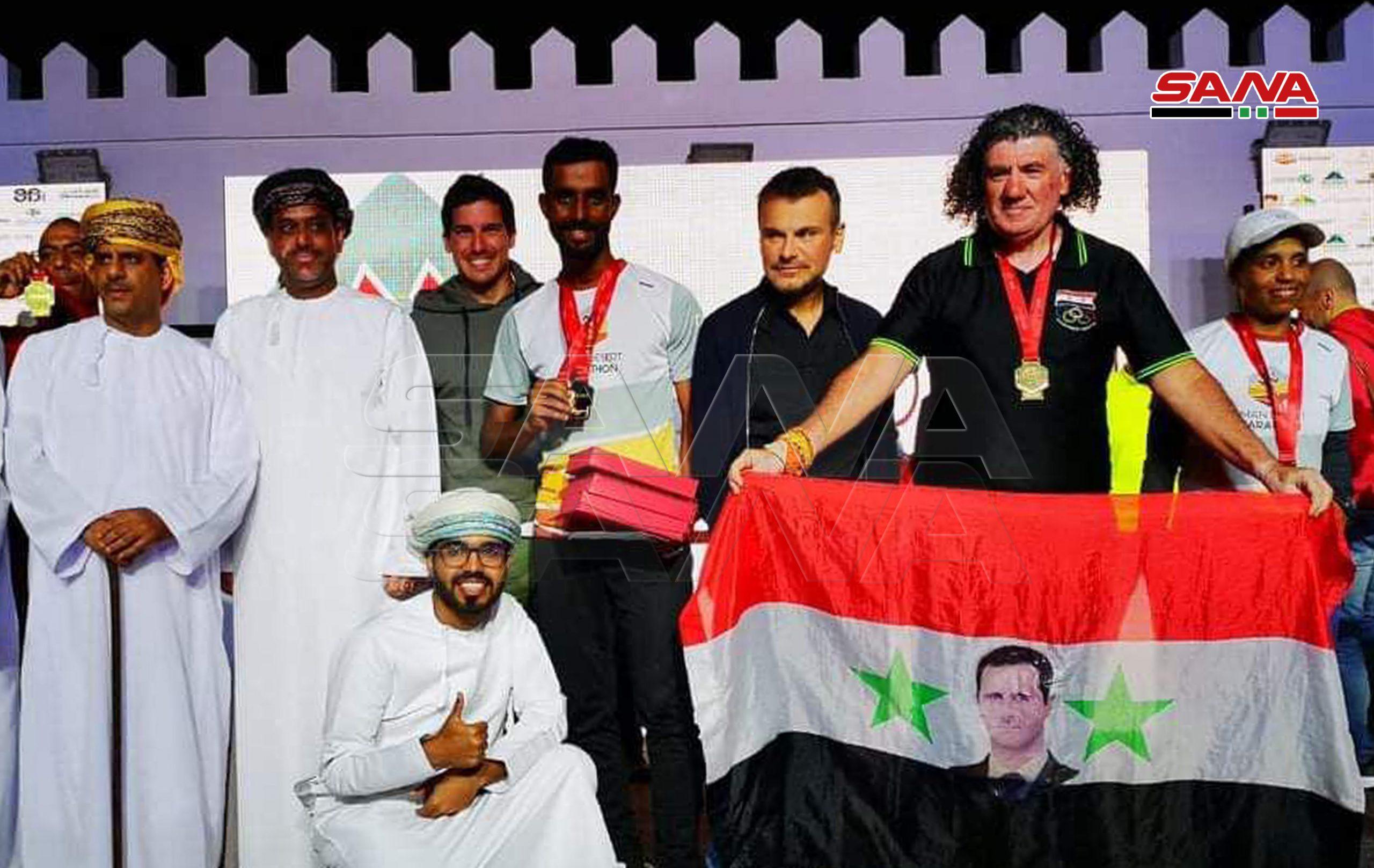 """Photo of العداء السوري المغترب """"عماد بركات"""" ثانيا في سباق عمان الصحراوي"""