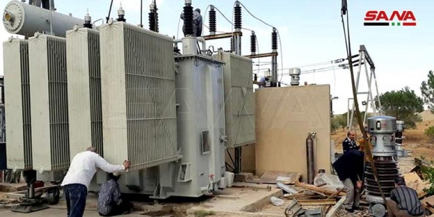 Photo of استبدال محولة كهربائية في محطة تحويل شهبا