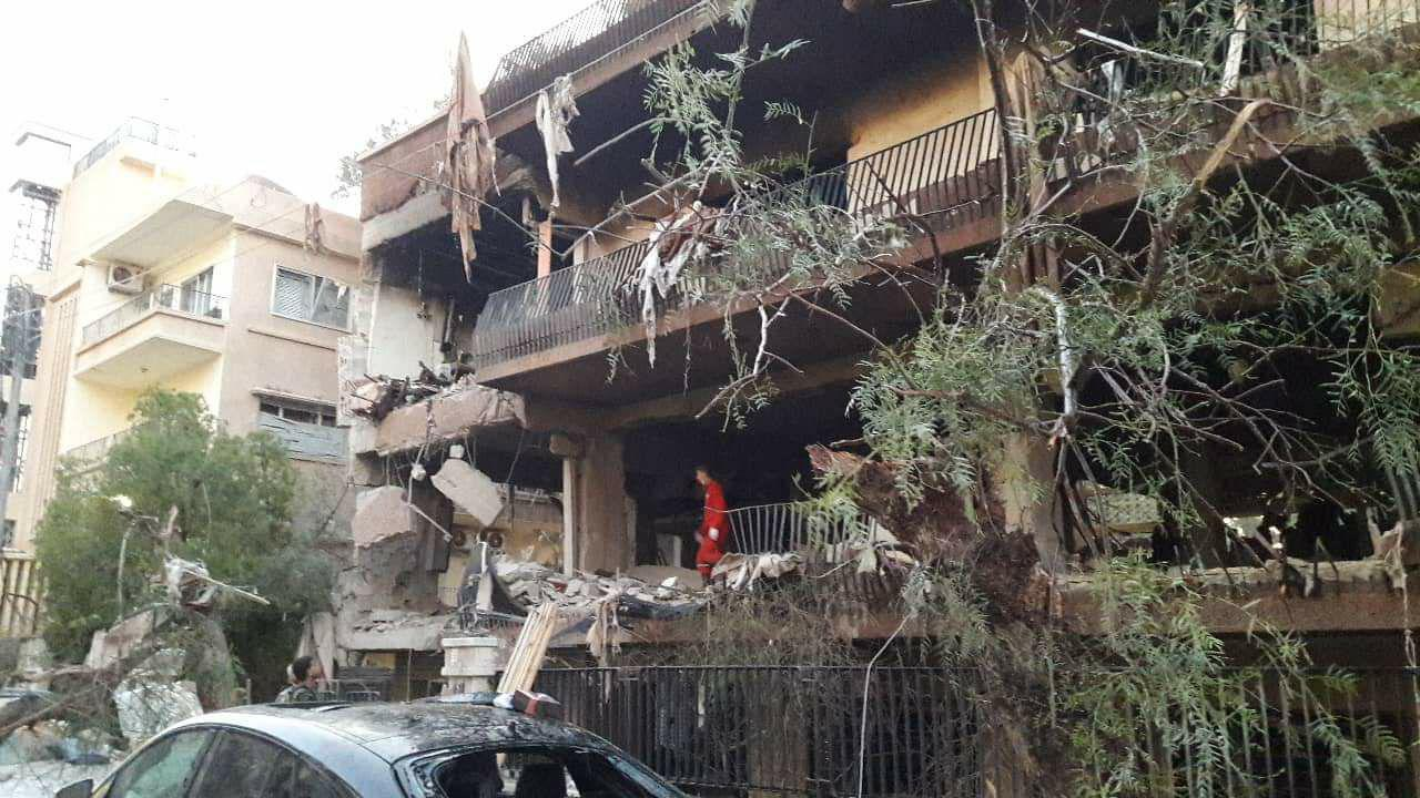 Photo of Two martyred, 6 injured in hostile attack with missiles on residential building in Mezza, Damascus