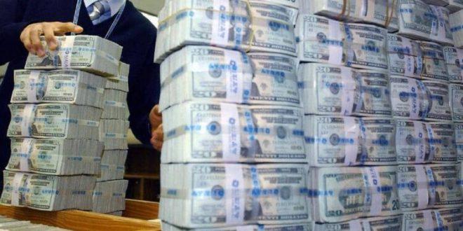 "Photo of رجل أعمال سوري.. وقعنا في فخ ""المركزي اللبناني"" وطارت أموالنا"