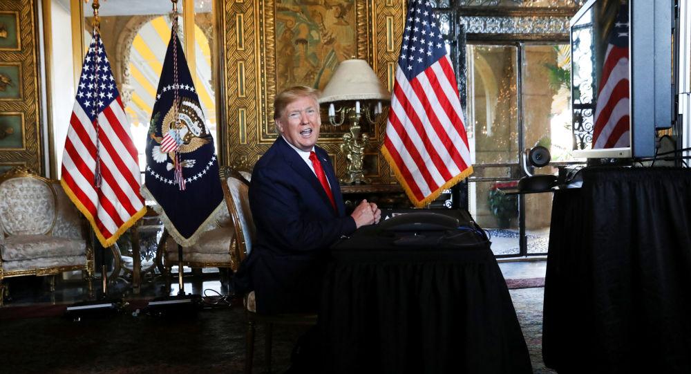 "Photo of ترامب: بيلوسي ""مجنونة"""