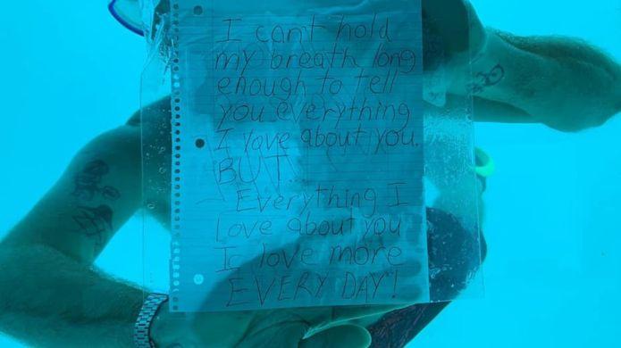 Photo of غرق أمريكي أثناء عرضه الزواج على حبيبته تحت الماء