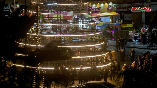 """Photo of """"ساحة العباسيين"""" بثوب الميلاد (صور)"""